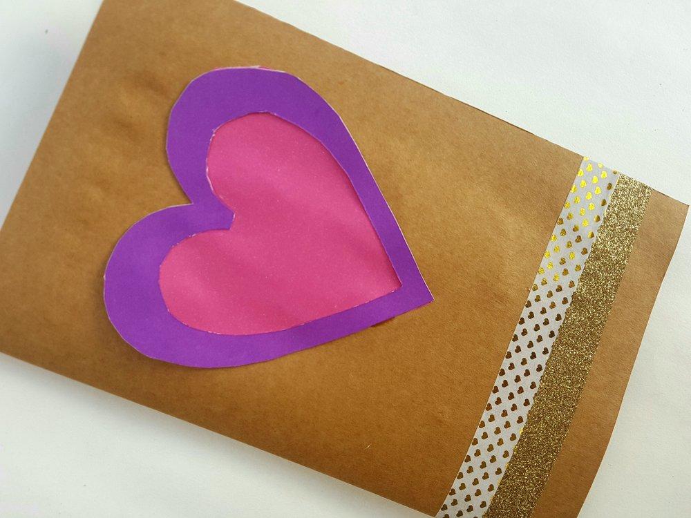Cómo hacer tarjeta de San Valentín pop-up con emoji