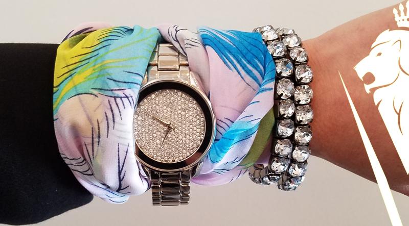 Style-Tip-Scarf-on-Wrist-DeVilla-styleblog-6.jpg