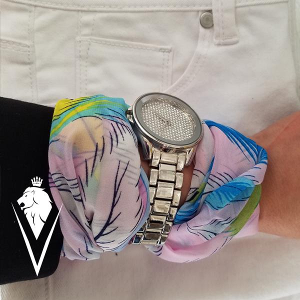 Style-Tip-Scarf-on-Wrist-DeVilla-styleblog-wrap-phoneb.jpg
