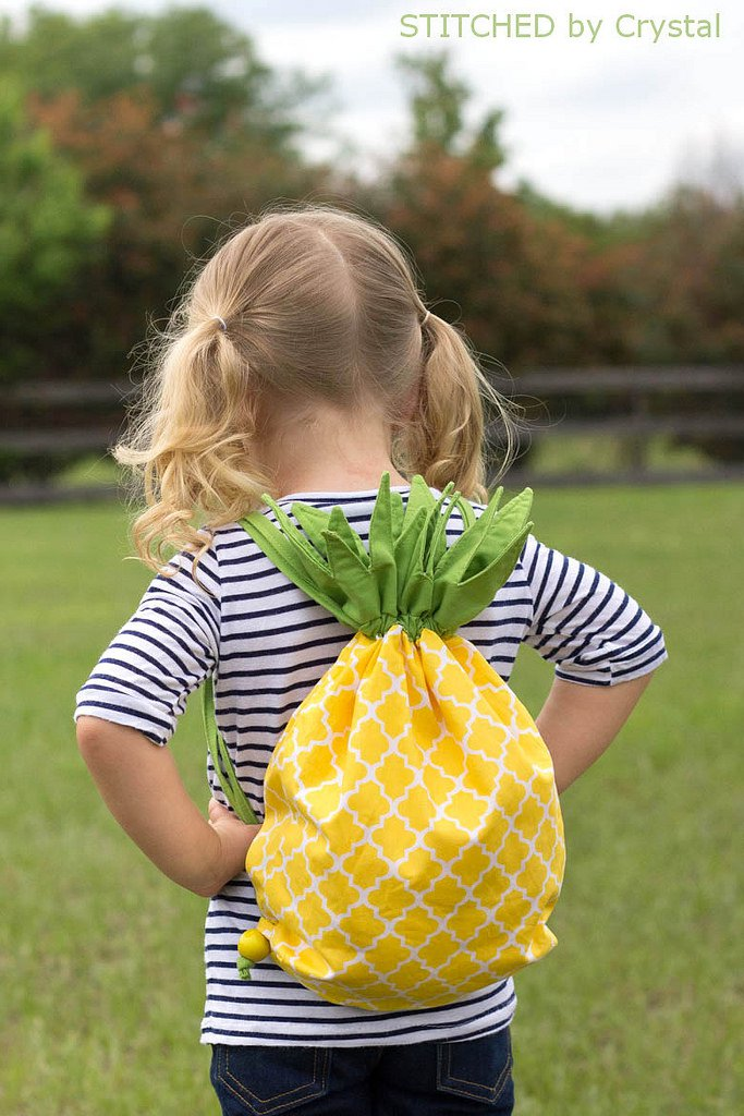 Pineapple backpack tutorial from http://www.makeit-loveit.com/