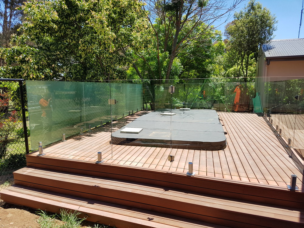 glass pool fence.jpg