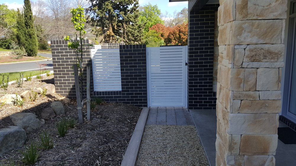 Single slat gate.jpg
