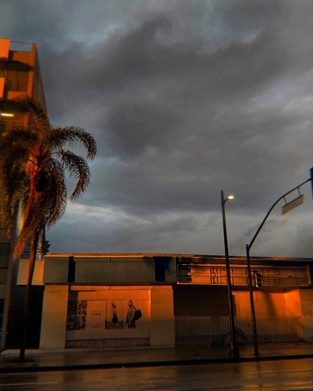 Rain and sunshine in LA. #sunshower #losangeles #rain #sunset