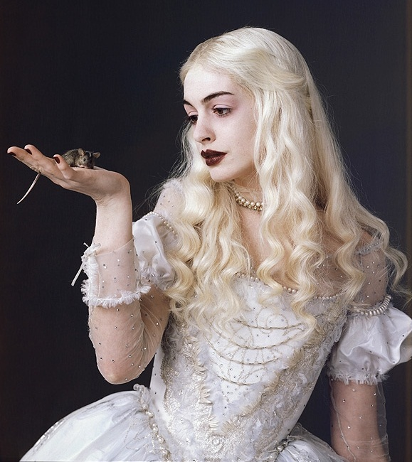 anne-hathaway-as-the-white-queen