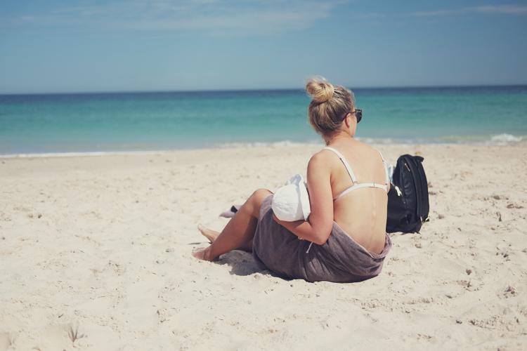 vegan mum breastfeeding beach 01.jpg
