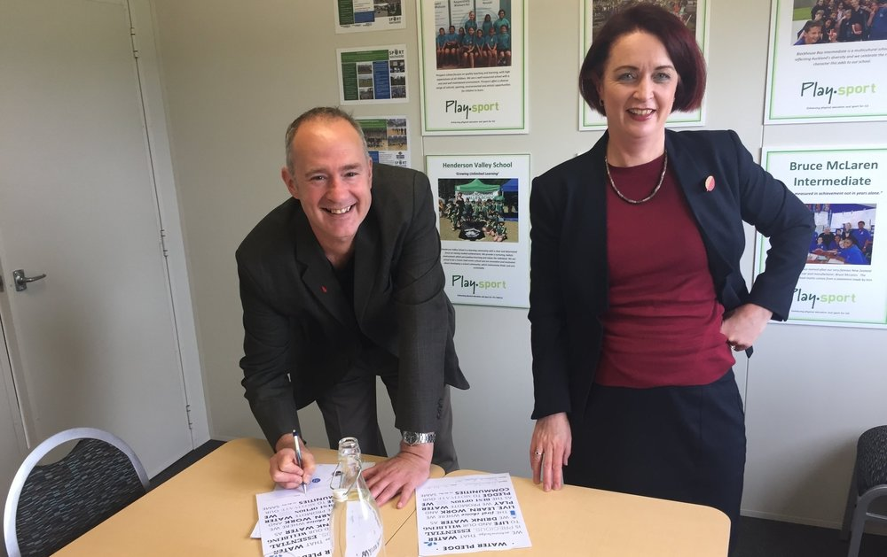 Hon Phil Tywford & Deborah Russell New Zealand Labour Party http://www.labour.org.nz/philtwyford http://www.labour.org.nz/deborahrussell