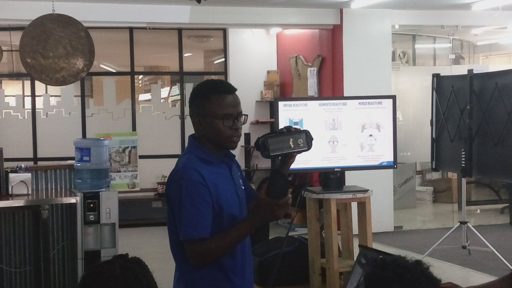 Alfred Ongere, (ISP-MMU) demonstrating Samsung gear V.R headset