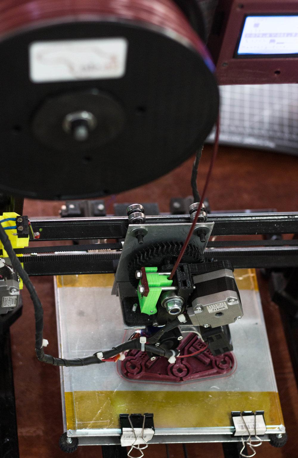 Karl's 3D printer printing the Juakaliscope