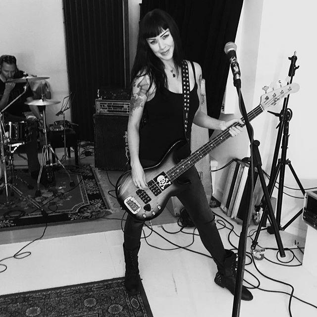 Rehearsals are underway!! #turnitup #rehearsal #readytorock #lovetorock #glguitars #bass #hughesandkettner #bassguitarist #girlswhoplaybass #bassist #femalebassist #bassistsofinstagram #iamgrog