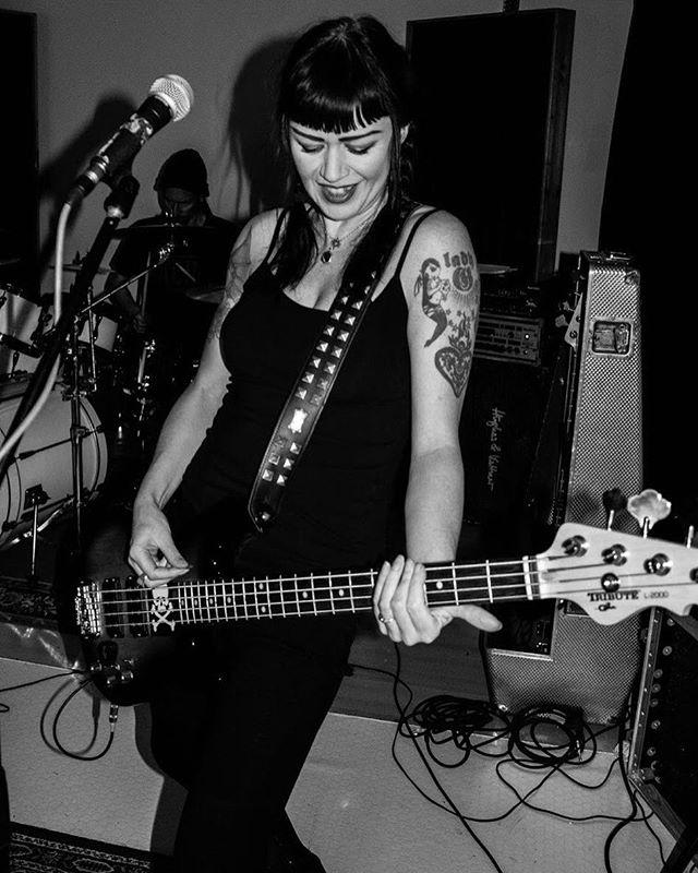 Hope your year's off to a righteous start rockers! Here's a nice shot of Grŏg taken by @davidryderprangley in London #girlnbass #bass #gandl #gandlguitars #bassplayers