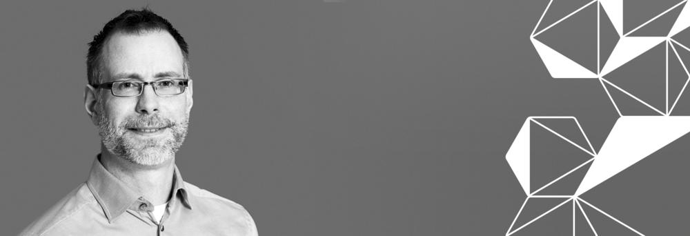 """""""I mitt uppdrag som testledare ingår att koordinera utvecklingen mellan de interna teamen och externa leverantörerna""""    Björn Carlsson, Konsultchef affärsområde Test och Kvalitetssäkring    LÄS MER"""