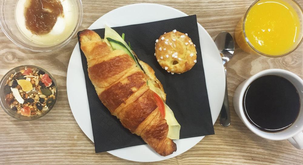 Frukost_p_bricka.jpg