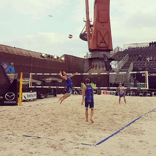 Suomen tähän asti kovatasoisin Beach Volley -turnaus on alkanut! 😄  #beachboard #beachvolley #tournament #biitsifi #starsquad