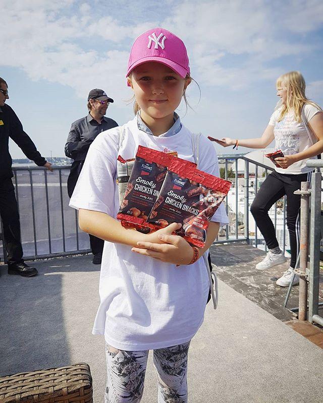 Nappaa Flodinsin herkulliset lihaisat snackit reippaalta Beachboard-tytöltä!! 😍😄 @flodinssuomi #beachboard