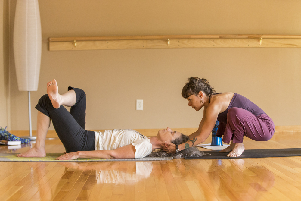 yoga-assisting-adjusting-training-twin-cities