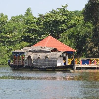 house boat india.jpg