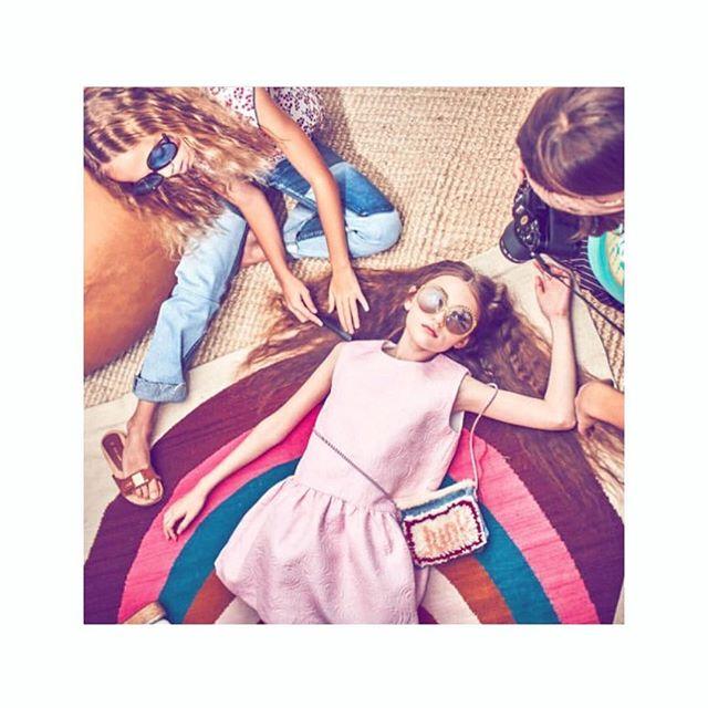 """70'ѕ vιвeѕ ιn ѕтevιe reworĸed denιм jeanѕ & """"jυnĸ"""" ѕнag croѕѕвody вag #voguemexico #vogueninos.  style by @jillrothstein . . . . . . . . #sidnyc #kids #kidsvintage #vintagedenim #70s #voguemexico #kidsstyle #coolkids #denim #editorial #ootd #ministyle #minifashion #repurposed #kidswear #tween #tweenstyle #vogue #vintage"""