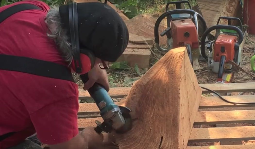 How to chainsaw carve a wood mushroom u enchanted fairy house
