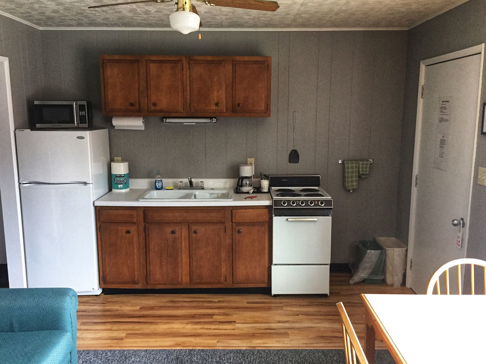 Townliner_Motel_Washington_Island_2019_Kitchenette_1.jpg