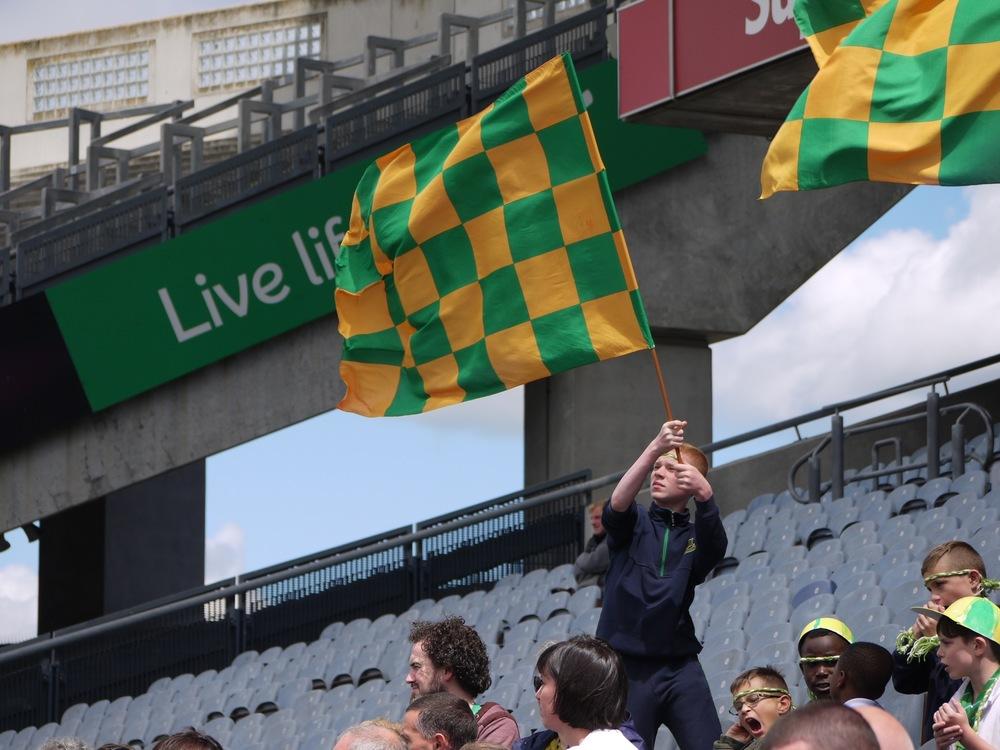 Scoil Íosagáin show their support.
