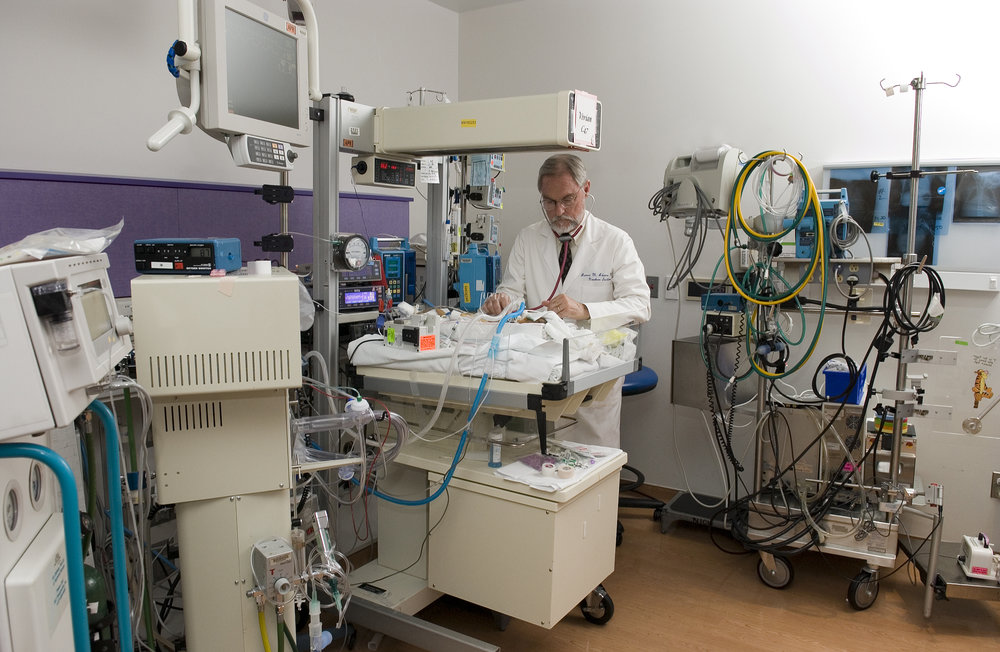 DSC_0112 Dr. James Adams works with an ECMO patient.jpg