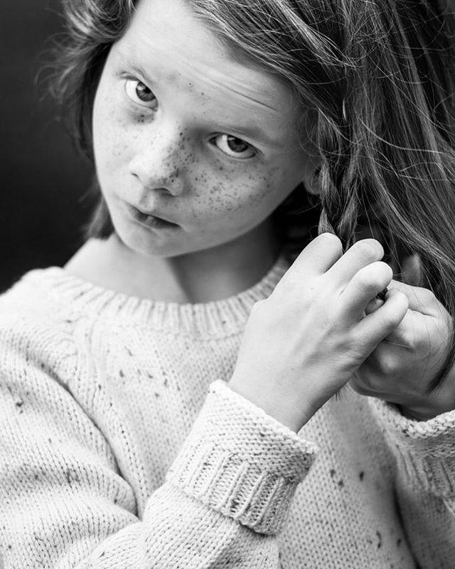 Fläta fläta fläta...⠀ ⠀ #ig_kids #insideooutside #motherhood #familyfirst #makeportrait #childrenphotography, #familyphotography #justmomlife #littleandbrave #lifestylephotocollective #atdiff_kids #porträtt #fotograf #familjfotograf #familjfoto #barnfotograf #barnporträtt #familj #barnfoto #barn #stockholm #makeportraits #family #portraitphotography #portraitmood #portraiture #parenting #candidchildhood #momtogs #familjfotografering