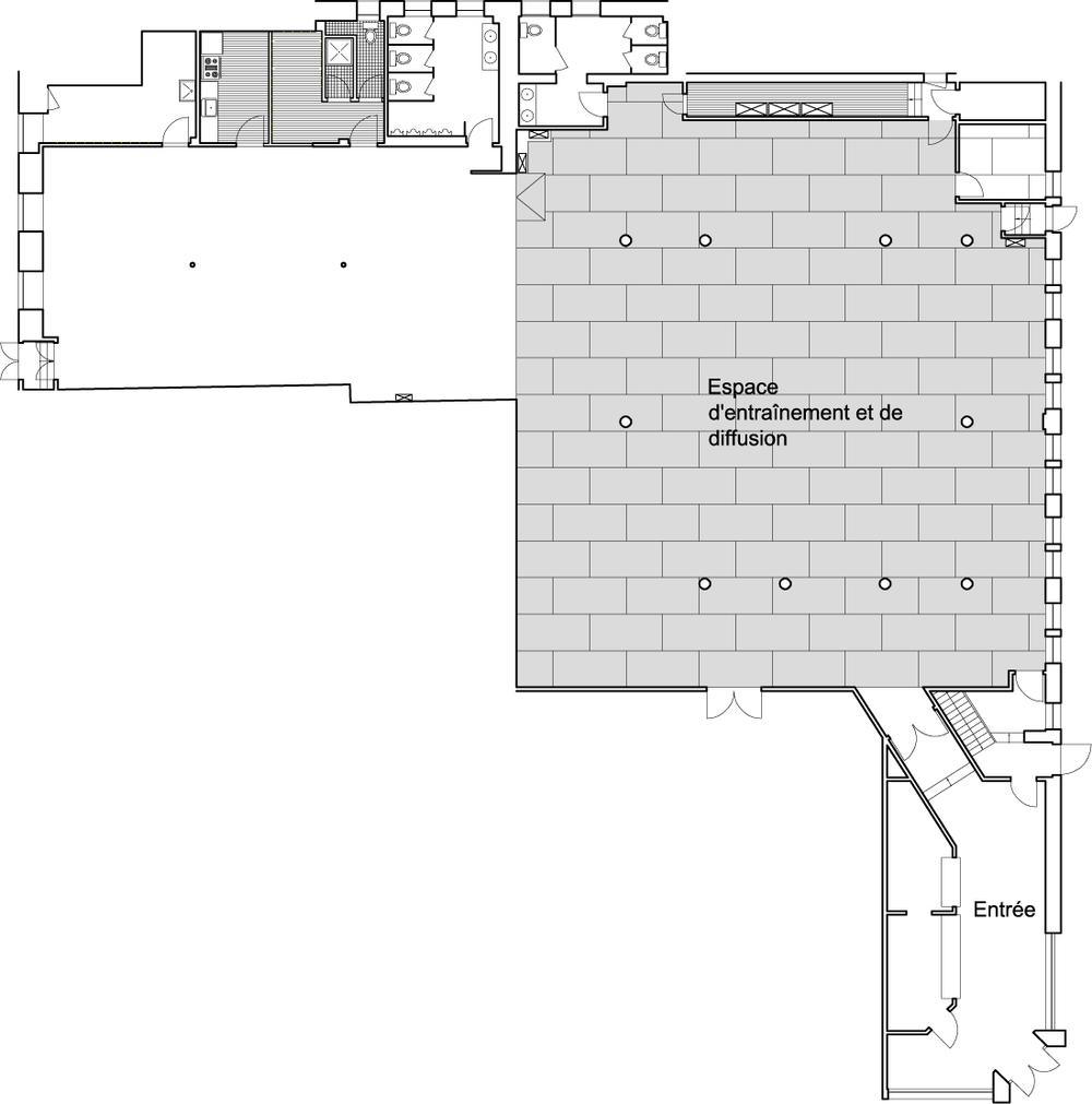 Plan de l'espace avec zone d'entraînement et de diffusion avec un plancher de scène résilient.