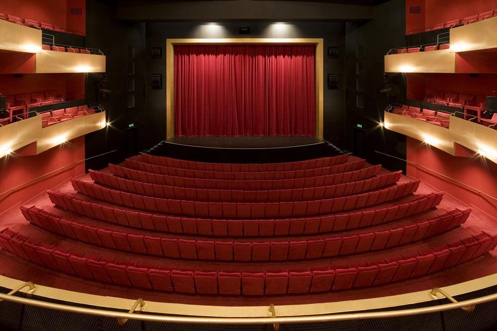 21 Salle de spectacle Dolbeau-Mistassini.jpg
