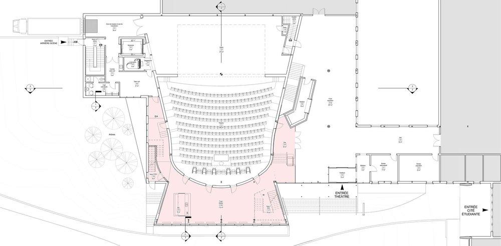 Plan du rez-de-chaussée avec le nouvel espace de circulation autour de la salle en rose