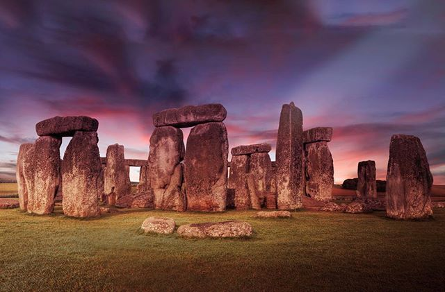 ➰WINTER SOLSTICE 2018 For those of you in the UK, join me @19greekstreet for a special solstice shaman circle on 21 December 2018 during which we will be channeling the energy of Stonehenge.  This is a free event as an offering for the solstice.  Participants will be supported in their process of releasing and transforming anything they are looking to release, whether a money issue, an emotional issue, a physical issue, an addiction or other.  The 2-hour circle will begin with a 20-minute explanation on the solstice and the power of channeling vortex energy.  We will follow with a 40-minute sharing circle in which every participant will be invited to share their intention or inquiry with the group.  Next, we will go through a 40-minute guided energy process using awareness, light, sound and breath to activate the potent field and awaken the transformation process.  We will then have space for another 20 minute closing and sharing space.  A recording of the guided energy process will be available afterwards to keep up the practice at home.  This circle will be an offering and will be free.  Spaces are limited to 30 people so please book ASAP to avoid disappointment.  More at link in profile