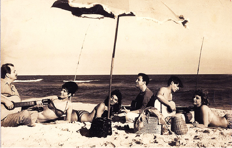 Sylva Koscina, João Gilberto, Tom Jobim and Mylene Demongeot at Copacabana Palace, Steno (1962)