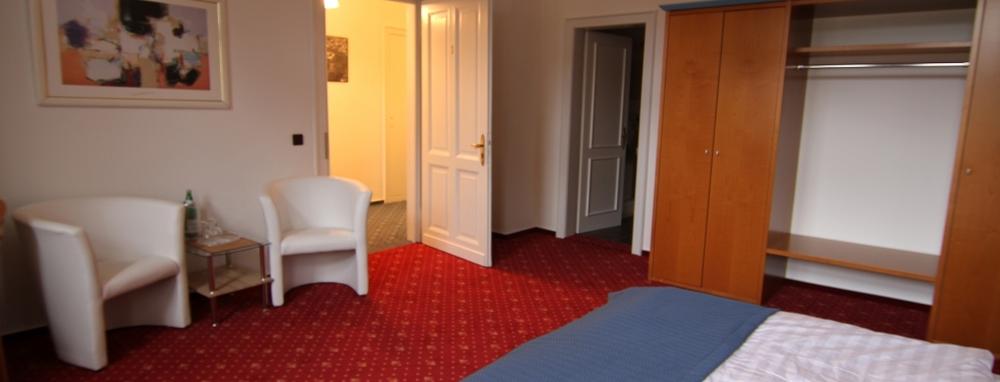 Hotel-Barbarossa-Zimmer1.JPG