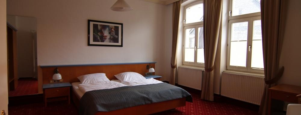 Hotel-Barbarossa-Zimmer3.JPG