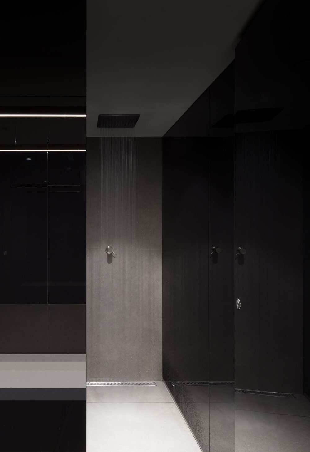 Goswell-Road-Clerkenwell-London-Office-Showers-Grey-Ceramic-Black-Glass-Architect.jpg