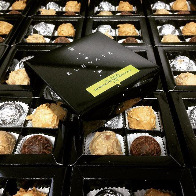 #bettersayitwithchocolato #privateedition #pralinen #personalisertegeschenke #handmadechocolate #werbegeschenke #suessewerbung