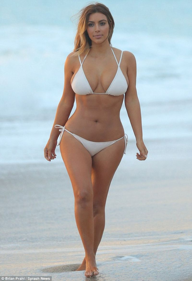 kim-kardashian-in-a-bikini-beach-in-miami-november-2013_3.jpg
