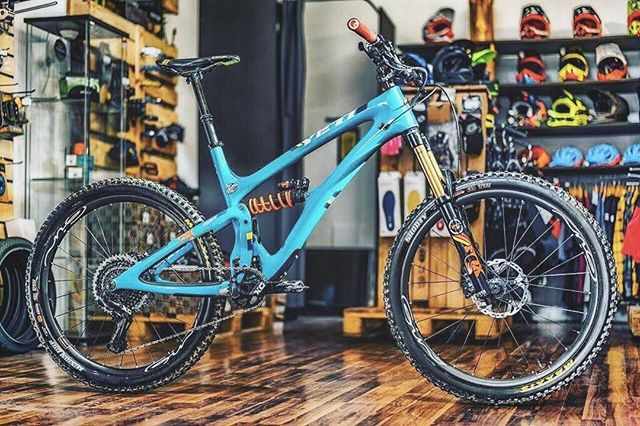 Dreambike in the shop, how would your dream build look like? #dreambike #bikeporn #biromabikes #ginrims #woodyenduro #27.5 #lovebikes #ginexperience #onthelist #enduromtb #fuckingawesome #wannahave #fun #bikes #mountainbikes #soenduro #fullenduro #onebike4all #super #crazy #oneofakind #greg