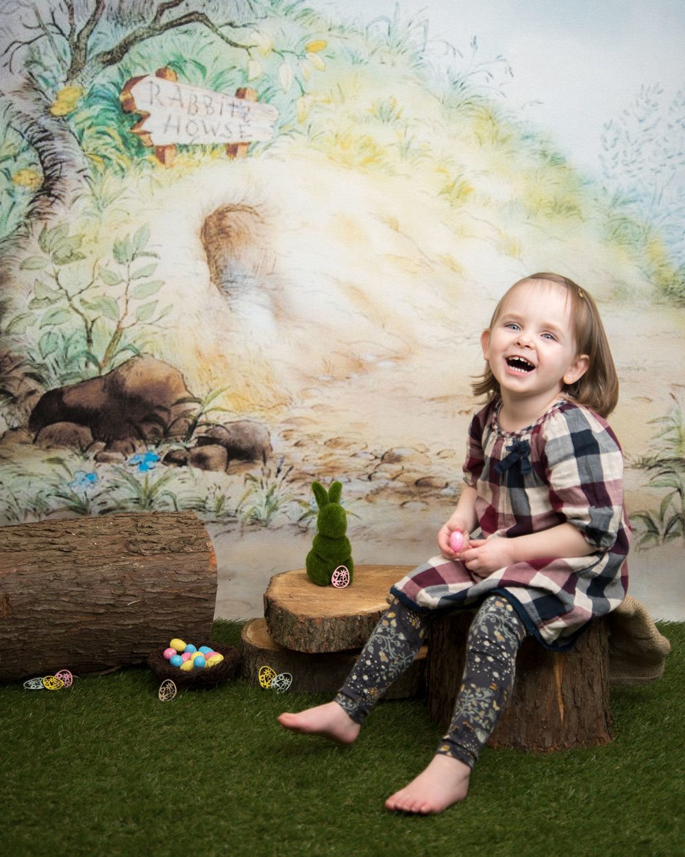 baby_photography_Ely_Cambridgeshire_easter_mini_session_pooh_themed_backdrop_girl_smiling.jpg