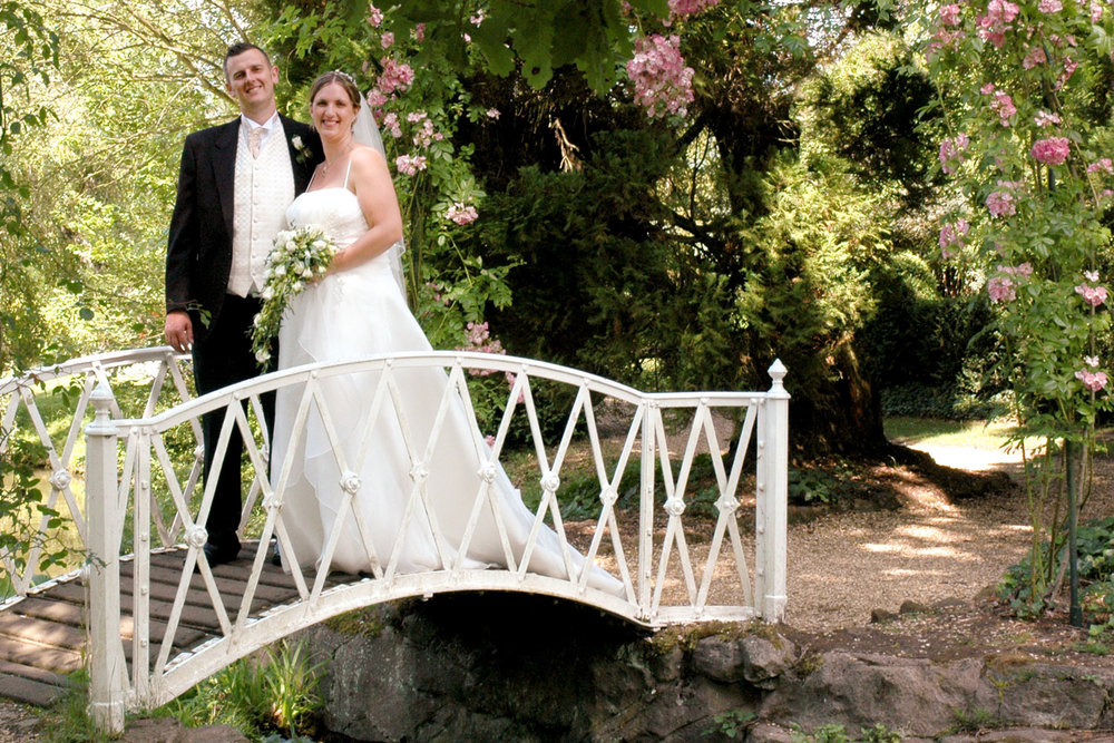 Wedding_photography_Ely_Cambridgeshire_east_anglia_bride_and_groom_on_bridge_over_river.jpg