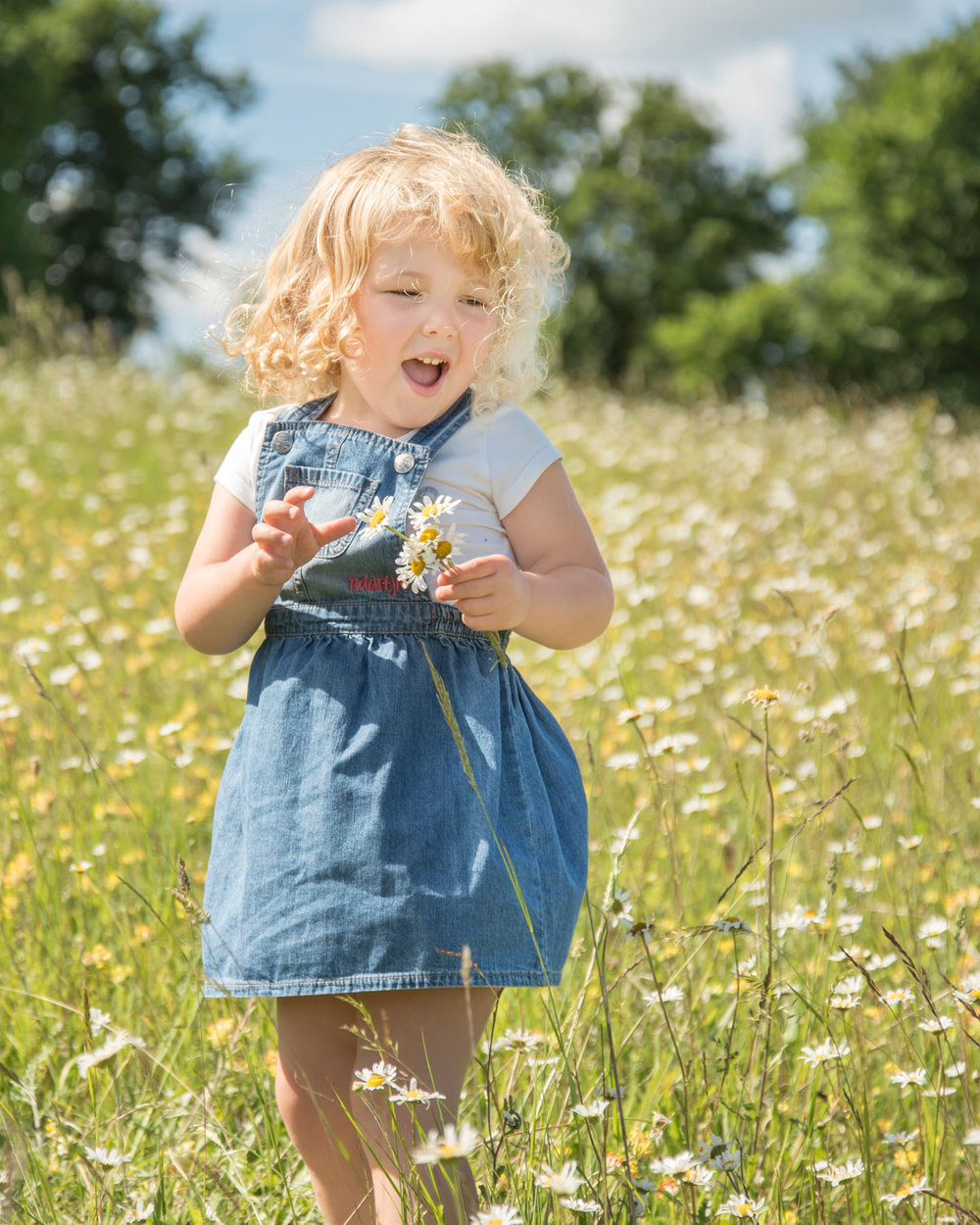 Family_photography_Ely_Cambridgeshire-mini-session-daisies (3).jpg