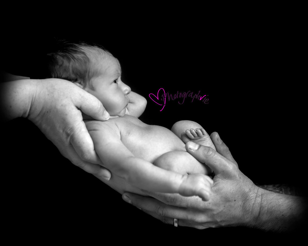Newborn_Baby_photography_Ely_Cambridgeshire-baby-finley-black-and-white-image-of-naked-baby-asleep.jpg