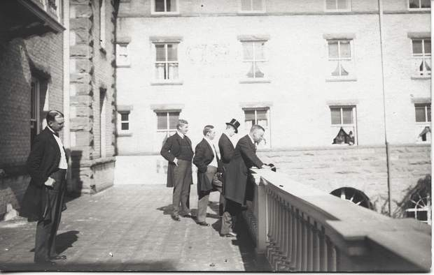President Teddy Roosevelt greets the crowd from the balcony of the Hotel Colorado.