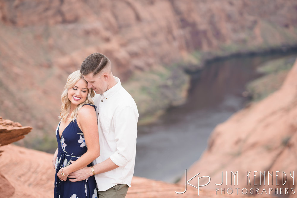 horseshoe-bend-engagement-session-arizona-photographer_-25.jpg