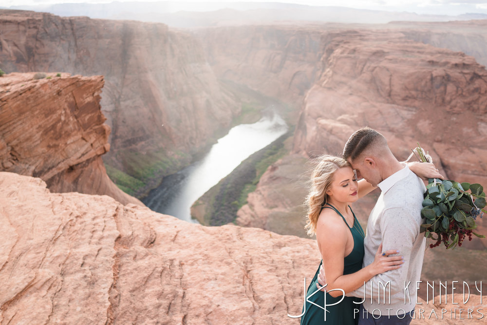 horseshoe-bend-engagement-session-arizona-photographer_-52.jpg
