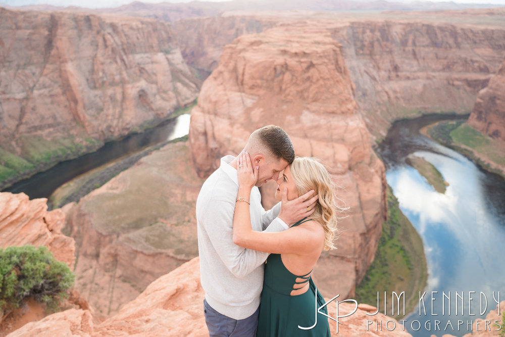 horseshoe-bend-engagement-session-arizona-photographer_-59.jpg