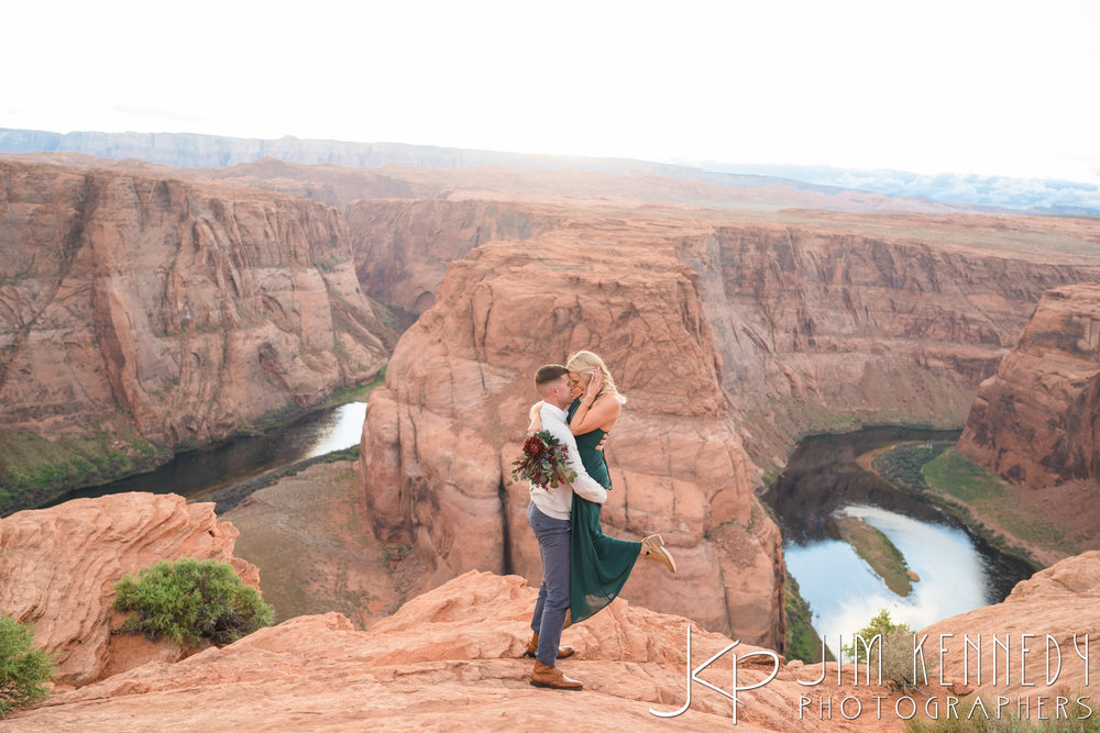 horseshoe-bend-engagement-session-arizona-photographer_-74.jpg