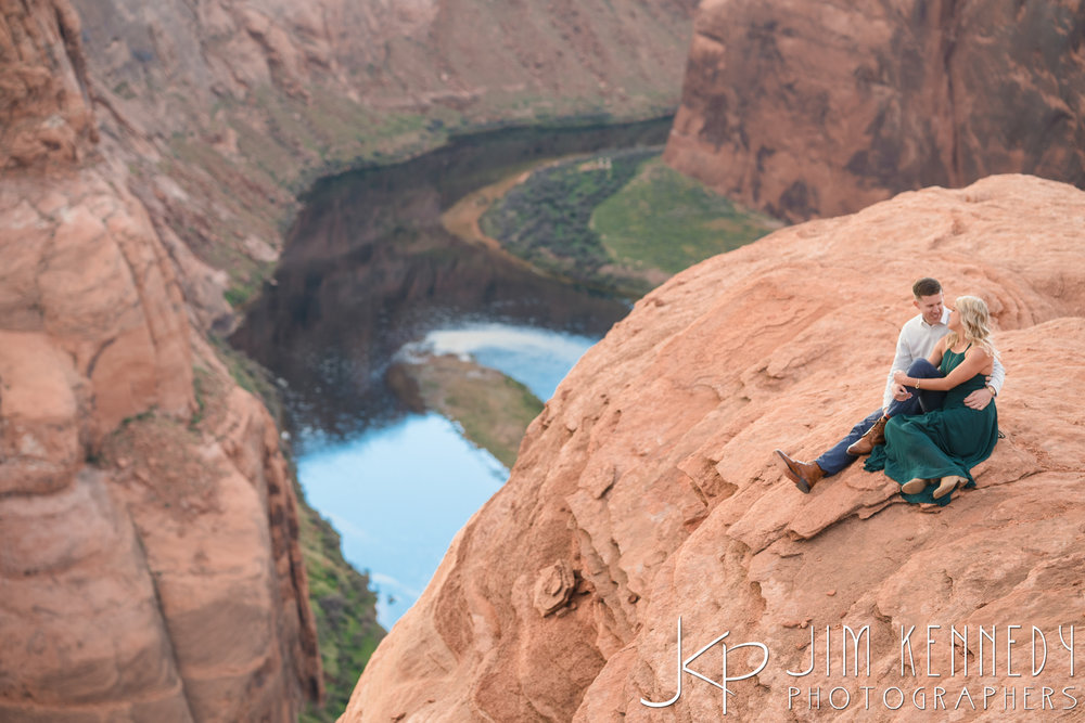 horseshoe-bend-engagement-session-arizona-photographer_-75.jpg