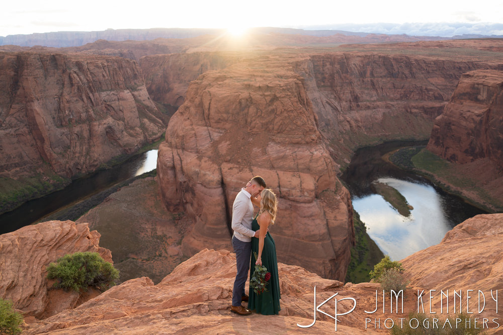 horseshoe-bend-engagement-session-arizona-photographer_-78.jpg