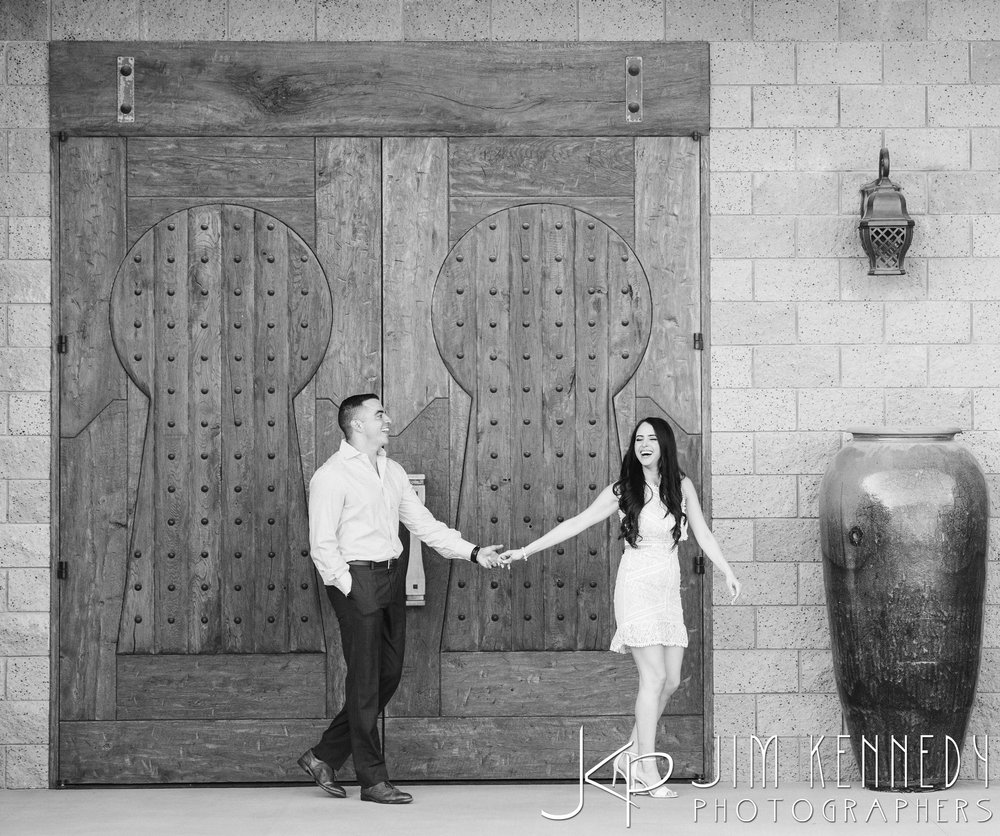 temecula-winery-engagement-session_-5.jpg