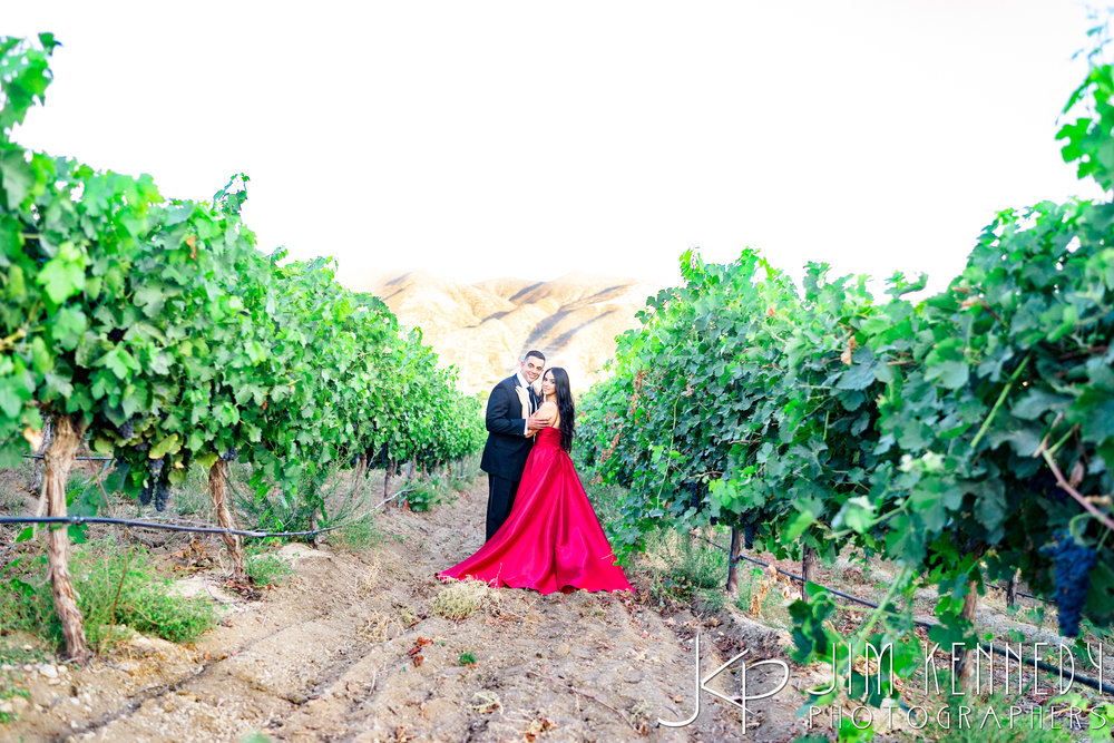 temecula-winery-engagement-session_-41.jpg